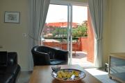 <h5>Vy mot balkongen från vardagsrummet</h5>